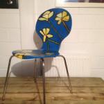 bloemen op stoel